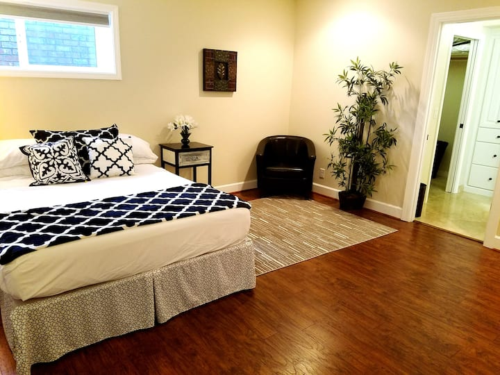Spacious Suite w/ Private Sauna and AC in City