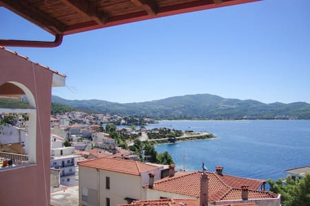 Apartment with balcony and sea views - Neos Marmaras