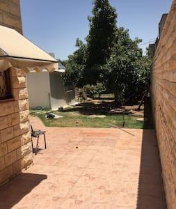 Privet house- домик в саду - 內坦亞