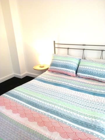 Ensuite Bed&Bathroom Next to the City & Sports!