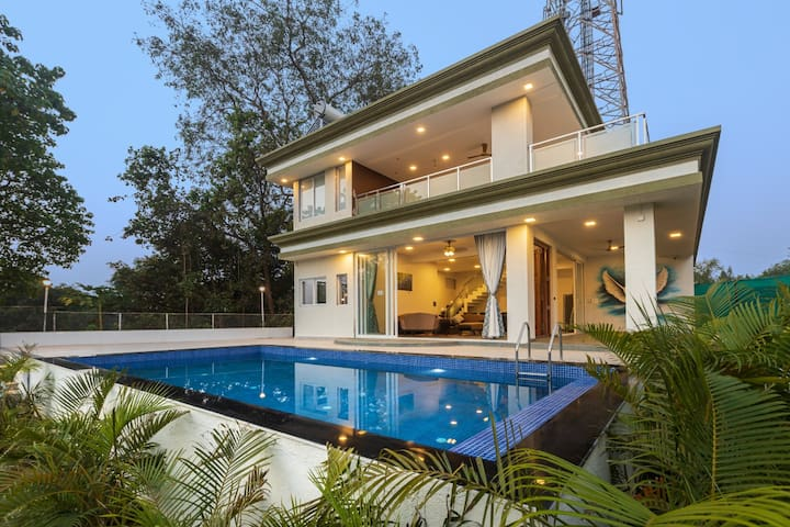 7 Seas- 7-Bedroom Pool Villa in Alibaug