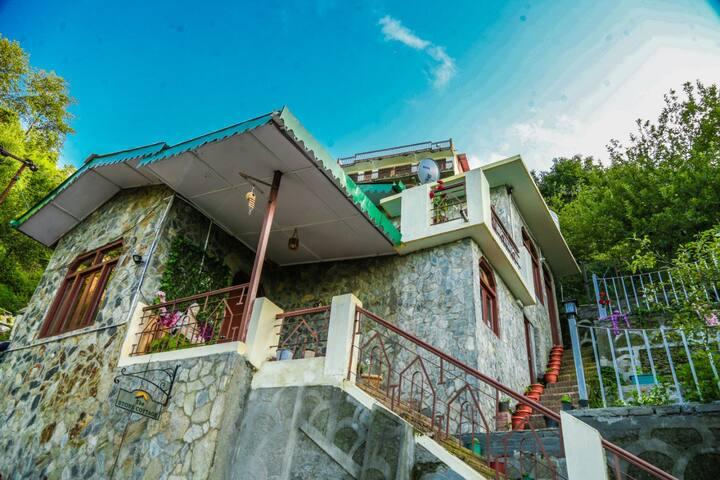 The Stone Cottage - Gagar, Bhowali range, Nainital