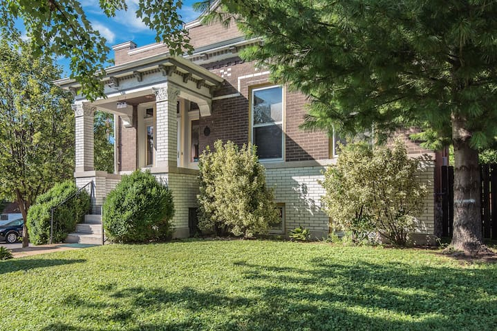 The Greatest Bungalow Close to STL Attractions