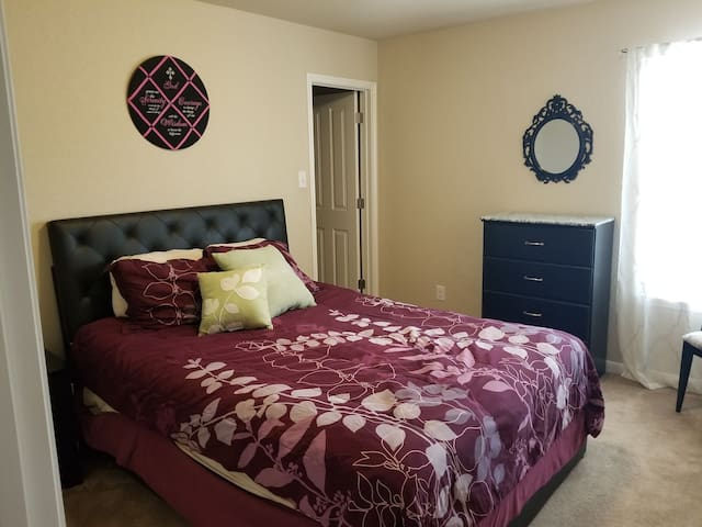 Thru the Looking Glass...Chic & Comfy Home Stay #1