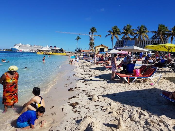 Sweet Island Life-15 mins walk to beach n Fish Fry