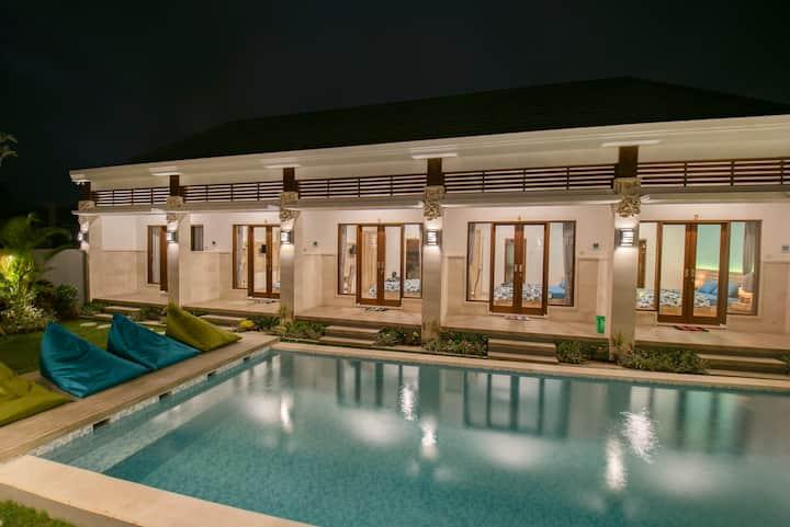 Canggu Tropical House/Britain. 500m to the beach!