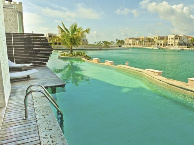 INCREDIBLE WATER FRONT APARTMENT WITH AMAZING VIEWS AND INFINITY POOL !!