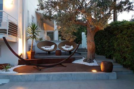 Appartamento vista mare con giardino - Huoneisto