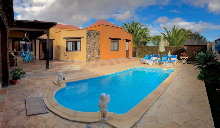 Villa with private heated  pool  for  6 person