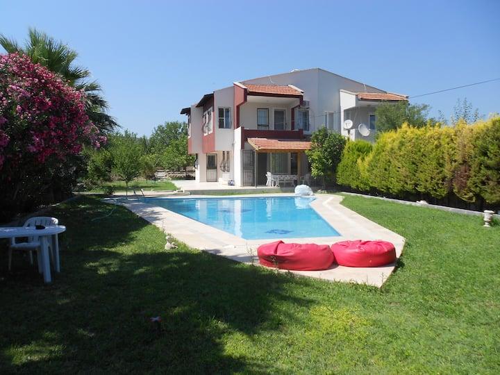 Alaçatı' da Özel Havuzlu Müstakil Villa