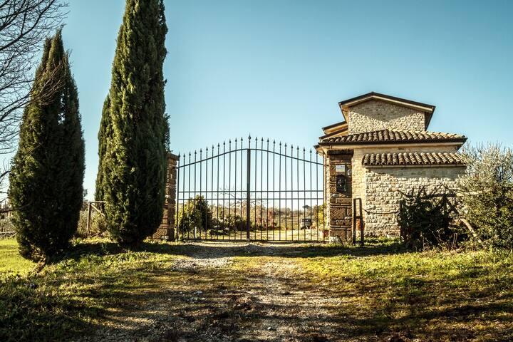 L'ingresso della tenuta