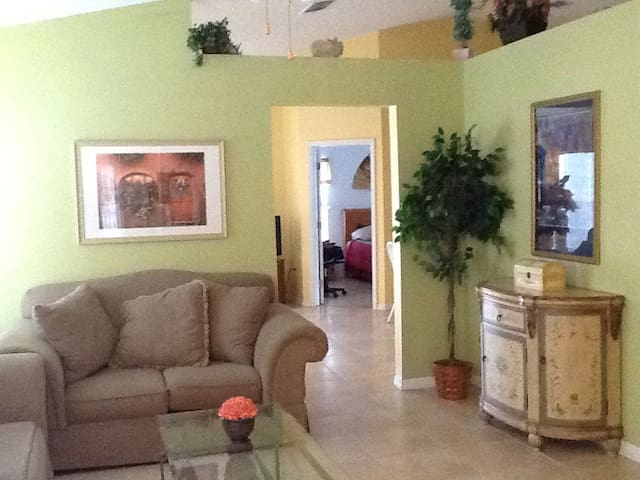 4br/3ba Disney Area Luxury Resort with pool/spa - Clermont