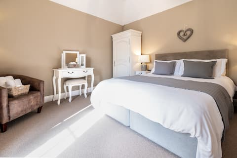 Luxury Cottage - Executive Suite/Self Catering