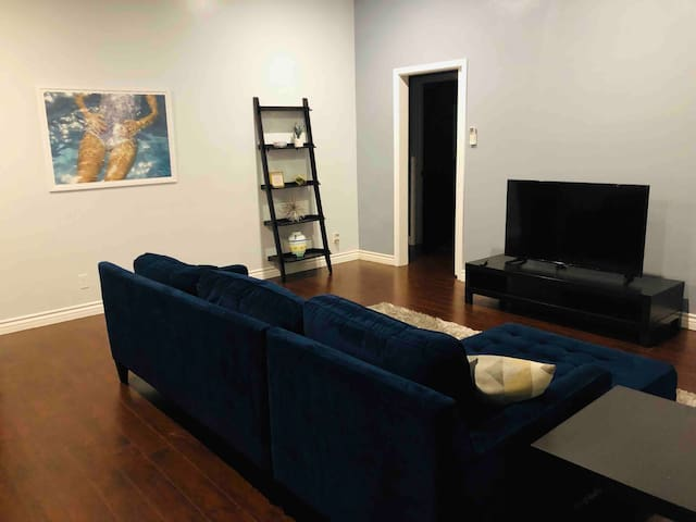 Minutes from Hollywood|spacious 2bd Apt