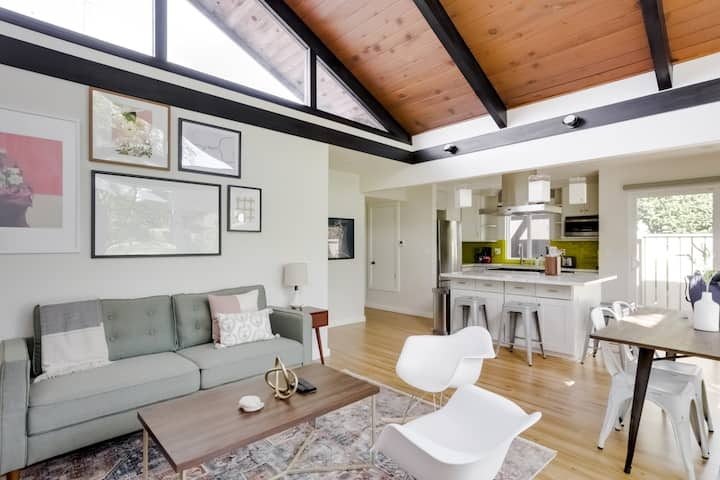Charming 2BR Condo in Mountain View, Near Downtown