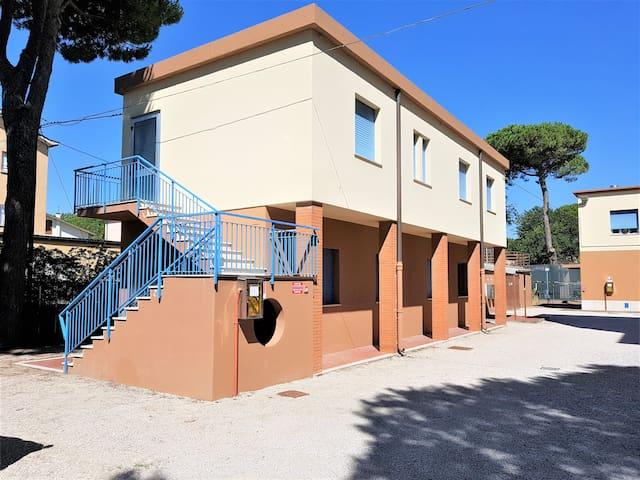 "Camere palazzina ""Adriatica"" in Cervia (RA) 02"