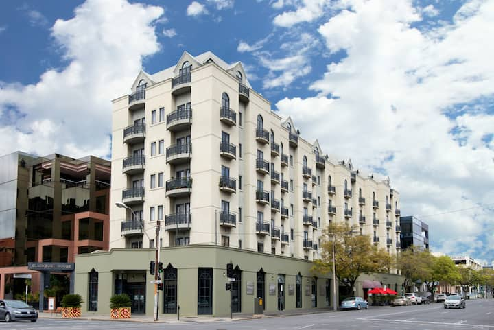 105 Frome St Apartments - 2 Bed w Kitchen + Wi-Fi!