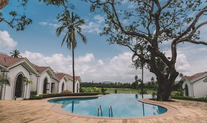 One Bedroom Villa with Pool access in Siolim