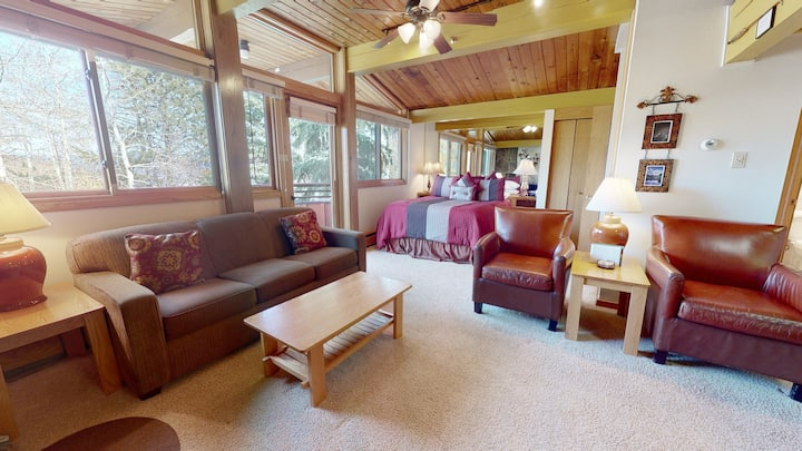 Ski-in, ski-out deluxe condo ~ Laurelwood 115