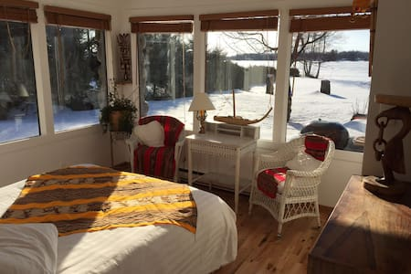 Room with gorgeous lake view! - Shawinigan - Szoba reggelivel