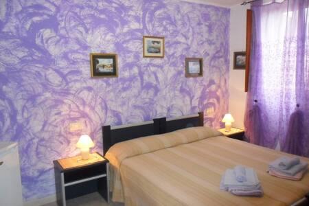 B&B LA CASA PODERALE : CAMERA LILLA - Provincia di Sassari