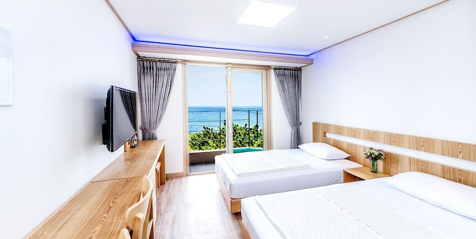 청정바다를 품은 침대 2개가 구비된 포근한 휴식처 비치펜션