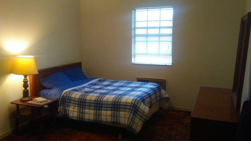 Simple and Comfy Private Room - Clarksville - Departamento