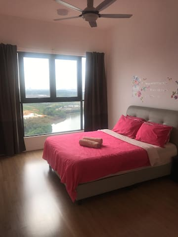 Master bedroom: one queen sized bed with ample space for floor mattresses.