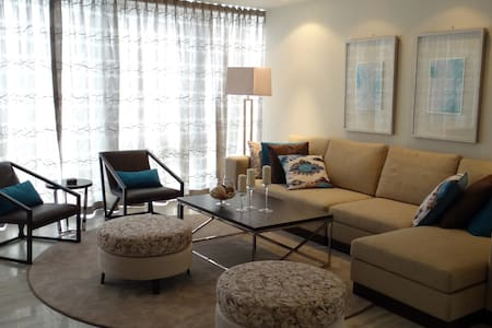 Signature Holiday Homes - 3 BR Apartment D1 Tower - Apartmen