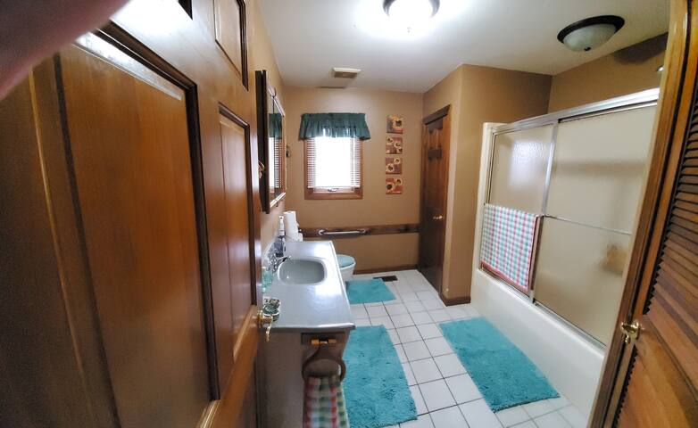 This is the full bath. Right next to the guest room. All yours.  No bathroom upstairs. Only bathroom for guests. Unless a need ,mine is available