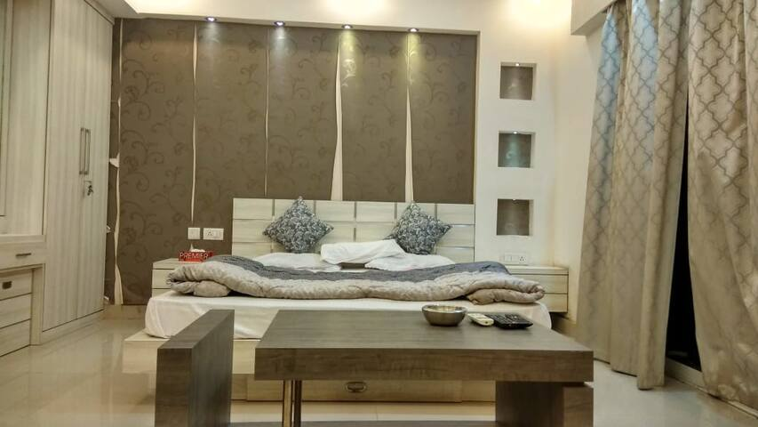Entire Apartment-Luxurious,Safe,10mins to Airport