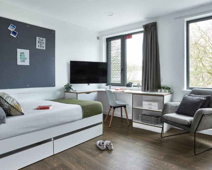 Relax by MPH - Stylish City Centre Studios