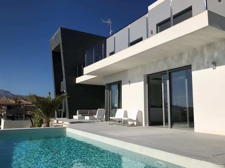 Fantastic newly built villa with infinity pool