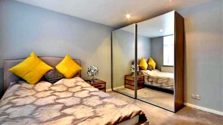 Opulence  Luxurious Apartment