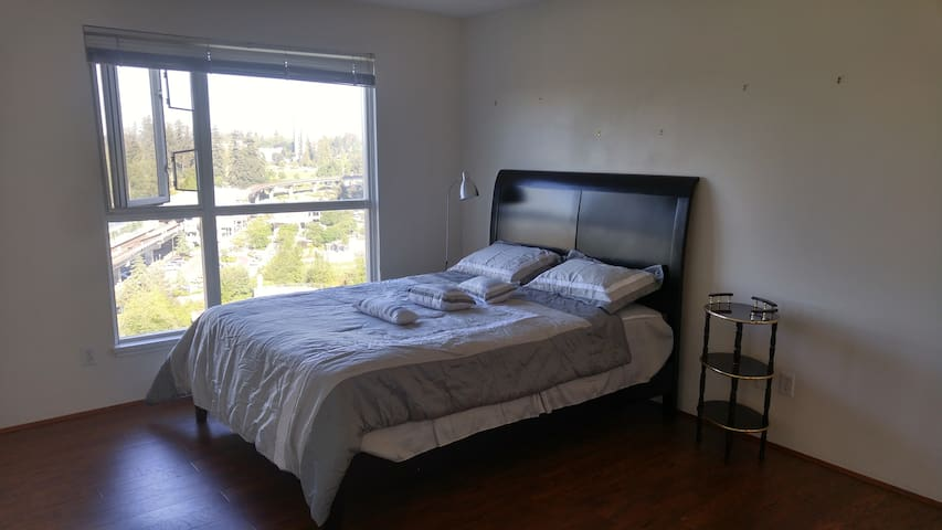 Urban Escape, Views and great location QS bed - Surrey - Huoneisto
