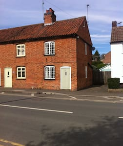 Cute Country Cottage - Southwell