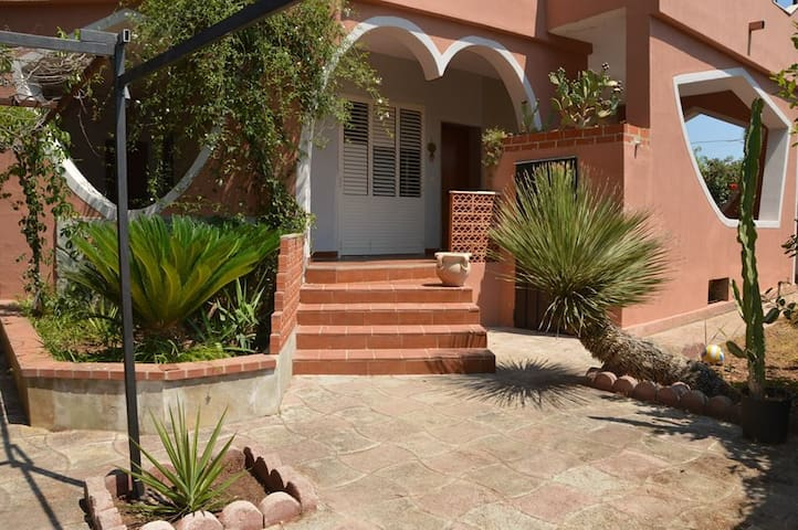 Villa Cuba. Fontane Bianche. Holiday Home. Wi-Fi