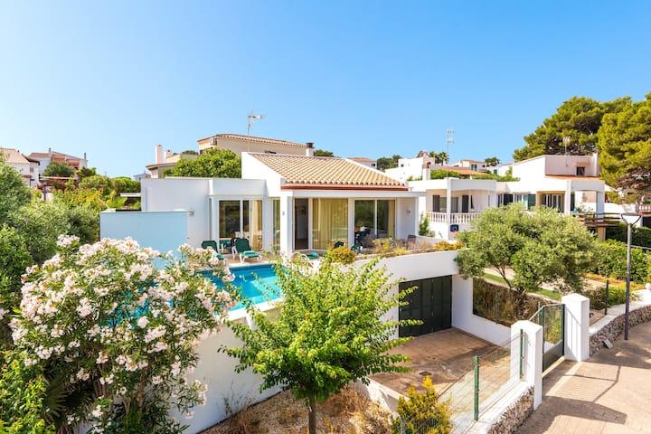 """Charmante """"Villa Elena - Port Addaia"""" avec vue sur la mer, piscine, connexion Wi-Fi, terrasse et jardin ; parking disponible"""