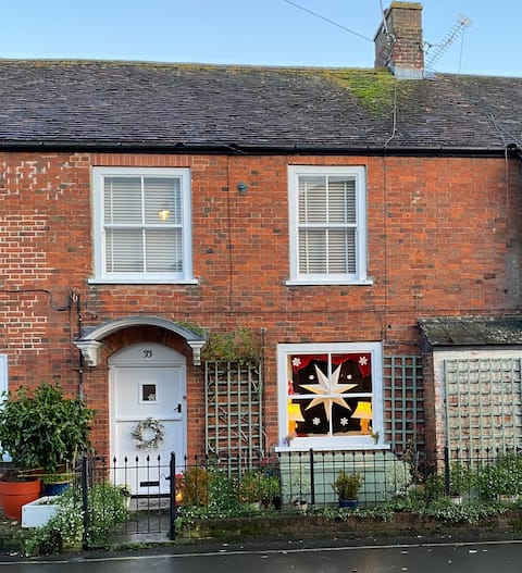 33 - Grade II 3 bedroom cottage in charming town