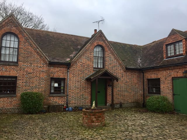 Double room in converted barn, Newbury /Hungerford