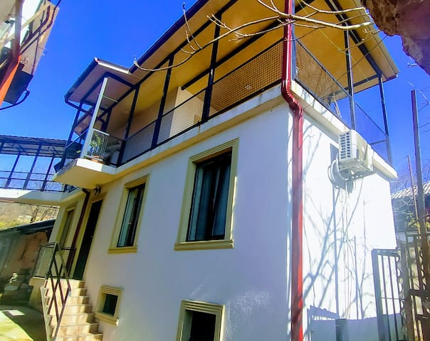 Vakhtang House 200 meters from Chakvi Beach