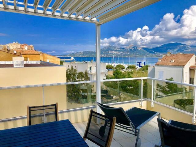 Suite avec terrasse vue mer