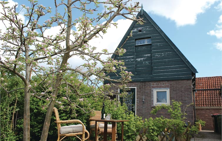 Holiday cottage with 1 bedroom on 28m² in Opperdoes