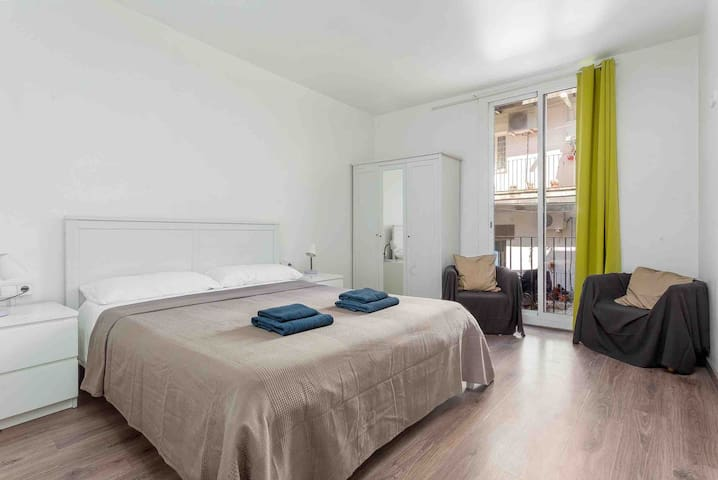 Room for 2 people in Gothic quarter center BCN