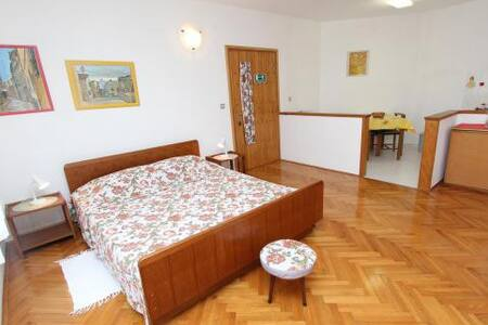 Studio Mitton,  free Wi-Fi, free parking - Appartement