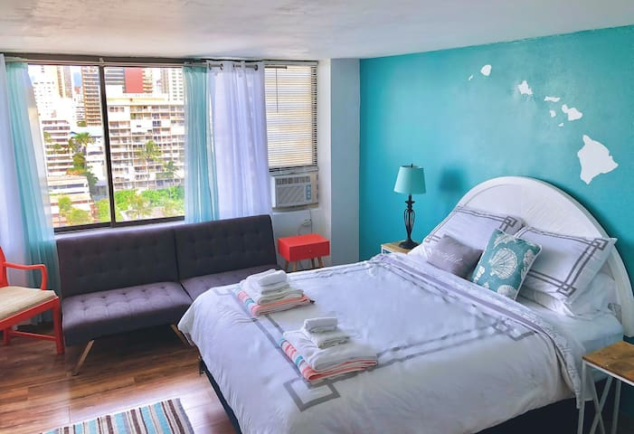 Private Getaway in Iconic Waikiki Sleeps Up To 3~