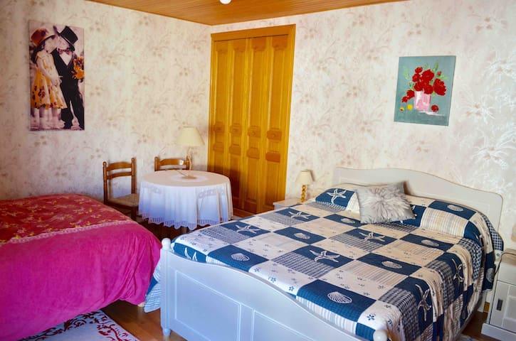 Deuxième chambre avec deux lits de 140