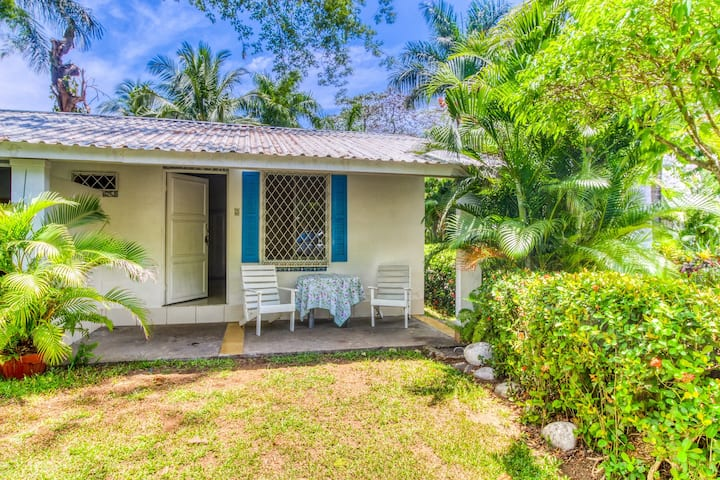 Cute villa at beachfront property w/ shared pool & beautiful gardens!