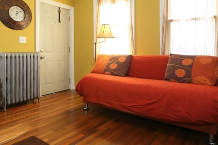 Private room with separate entrance and full bath - Rahway - Daire