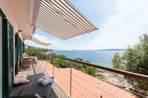Spectacular sea view, 10m from sea